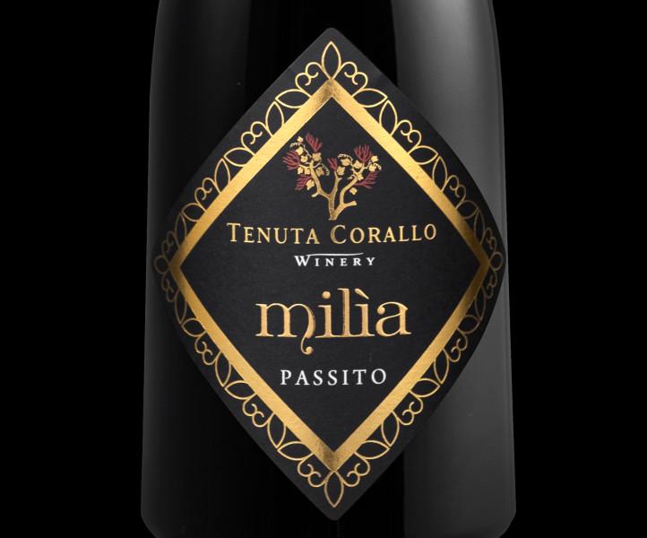 design etichette passito 722x600 Design etichetta Passito Milìa   Tenuta Corallo